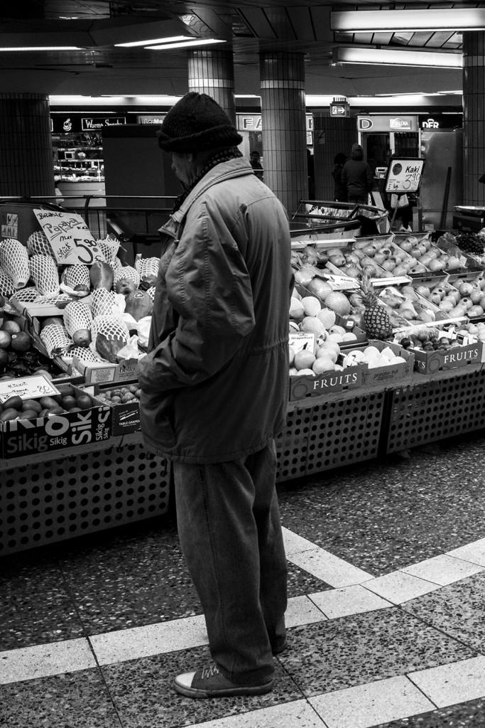 Thursday, 12 February 2015 in Frankfurt - City - Number 044 of 366mm Fresh fruit and vegetable at Frankfurt Hauptwache
