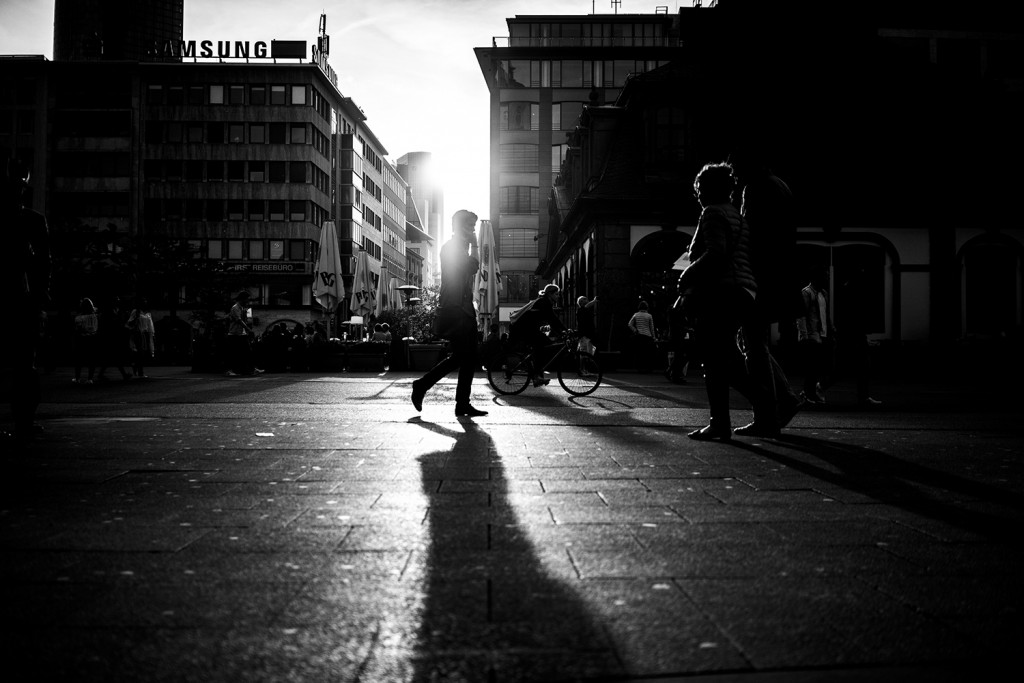 Friday, April 24th, 2015 in Frankfurt - City - Number 115 of 366mm Watching strangers at Frankfurt Hauptwache during the sunset