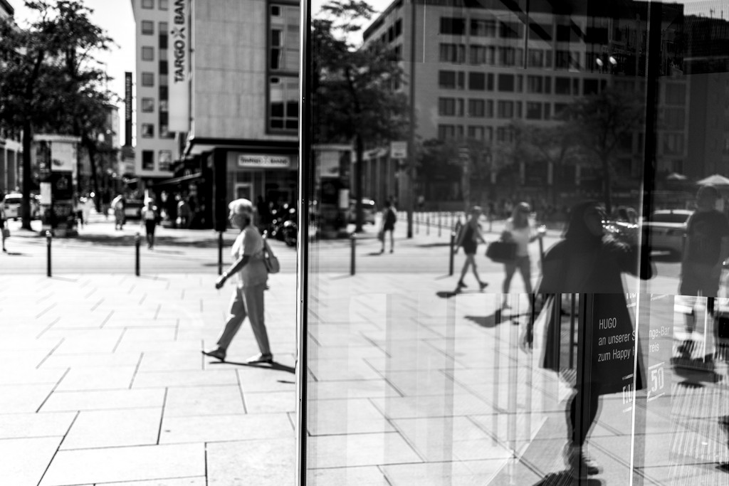 Thursday, August 6th, 2015 in Frankfurt - Number 219 of 366mm Street life in the mirror of a department store
